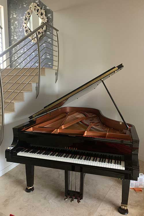 Grand piano tuning services
