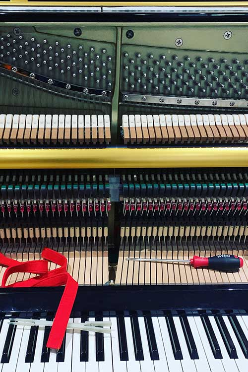 Upright piano tuning services